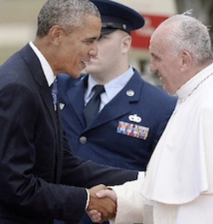 El presidente Obama recibe al Papa Francisco.